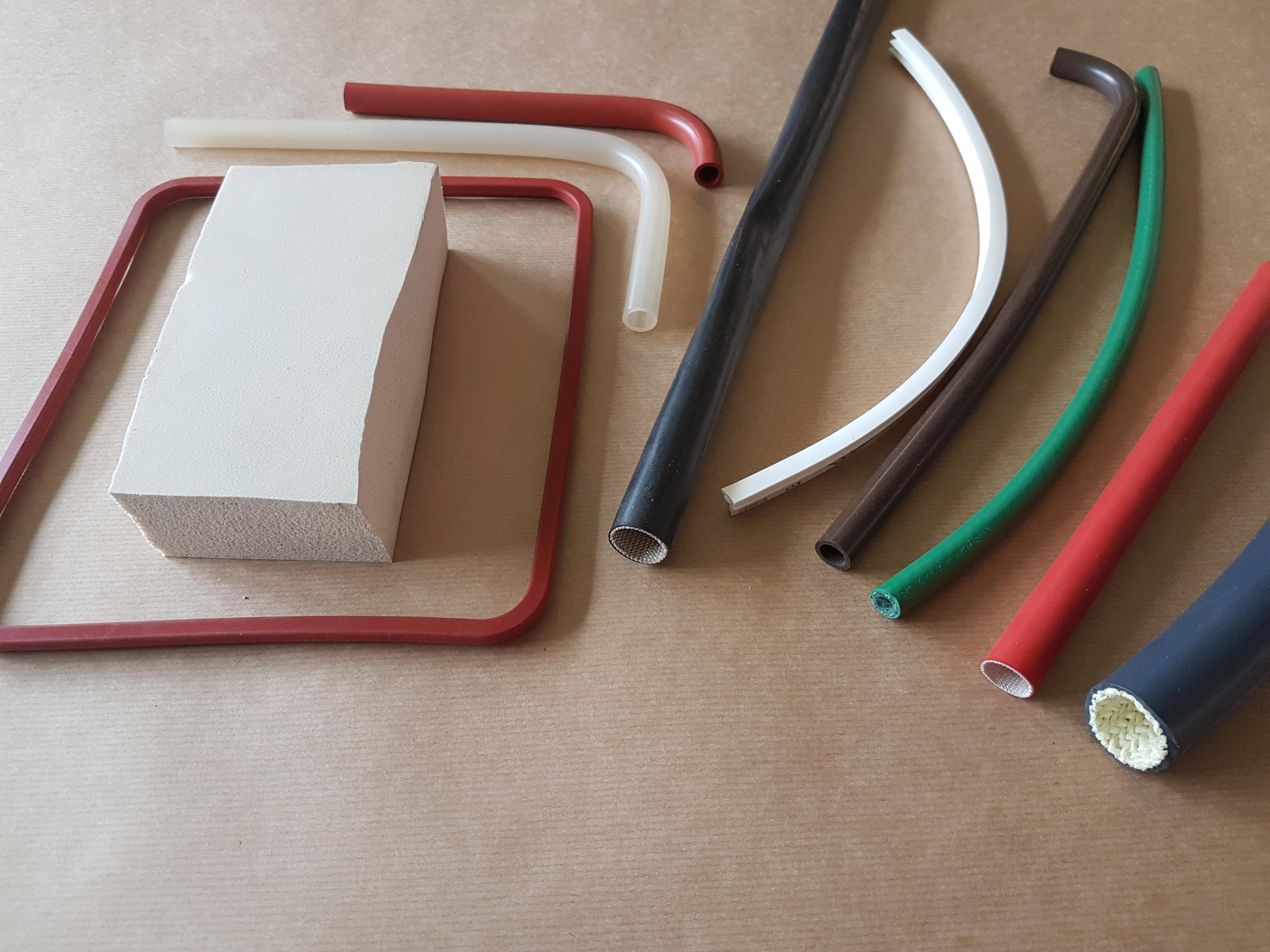 Produits à base de silicone et tuyaux de protection de câbles